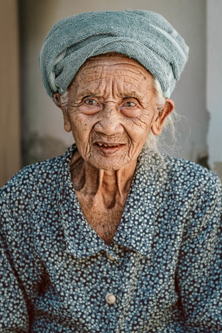 Bali, Indonesien, indonesia, travel, reisen, larsen, fernweh, wanderlust, tempel, old lady